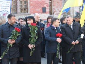 Фото: Полтавці урочисто вшанували пам'ять Кобзаря (ФОТО)
