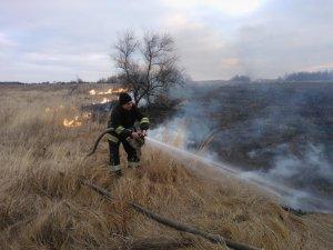 Фото: Палять сміття – горять будинки: рятувальники просять полтавців бути обачними