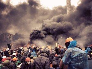 Фото: Порошенко підписав закон про призначення пенсій постраждалим під час Революції гідності