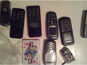 Фото: На Полтавщині у в'язницю хотіли передати мобільні, заховані у хлібину