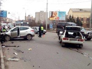 Фото: На перехресті Пушкіна-Сінна сталась ДТП з постраждалими (фото)