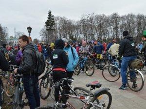 Фото: У Полтаві відбувся масштабний велопробіг (фото)