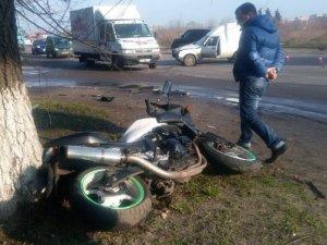 Фото: ДТП у Полтаві: мотоцикліст не розминувся з легковиком (фото)