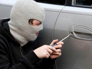 Фото: На Полтавщині неповнолітній вчинив низку крадіжок із авто