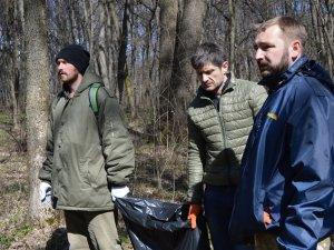 Фото: Полтавські депутати прибирали дендропарк (ФОТО)