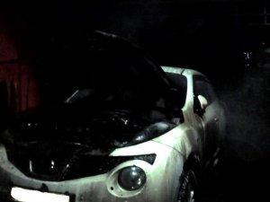 Фото: Уночі в Полтаві горіла автівка