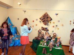 Фото: У Полтаві відкрилася виставка дитячих робіт з кераміки (ФОТО)