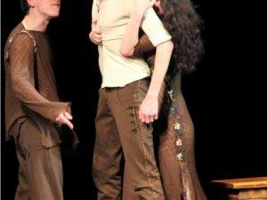 Фото: Фатальне кохання під музику «Дахи Брахи» переживали на гоголівські сцені актори житомирського театру