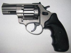 Фото: Два неповнолітні злодії у Гребінці вкрали з автівки зброю та GPS-новігатор