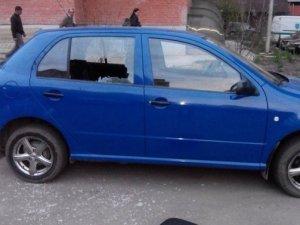 Фото: У Полтаві злодій розбив вікно машини і вкрав документи та планшет