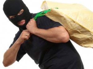 Фото: Полтавець вкрав у жінки дві сумки на зупинці