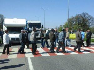 Фото: На Полтавщині за день двічі перекривали трасу Київ - Харків