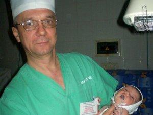Фото: Полтавський лікар, котрий рятує тисячі дітей, потребує допомоги на трансплантацію й лікування