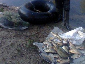 Фото: На Дніпродзержинському водосховищі браконьєр виловив 27 кілограмів риби