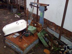 На Полтавщині чоловік облаштував у себе вдома підпільний пункт прийому металобрухту