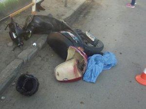 Фото: У Полтаві водій скутера збив дівчину