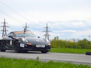 Фото: У Полтаві проходять гонки автомобілів з часом (фоторепортаж)