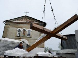 Через Полтаву пролягла хресна дорога: встановили хрест єднання (ФОТО)