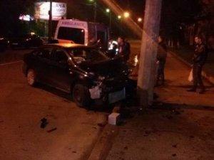 Фото: У Полтаві авто врізалося в електроопору
