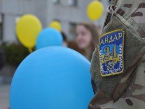 Фото: Полтавці випустили кульки зі словами вдячності живим та загиблим атовцям (ФОТО)