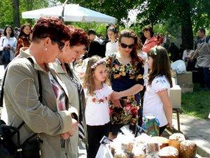 Фото: Ярмарок у Полтаві: відвідувачів вчили писанкарству та готувати галушки (ФОТО, ВІДЕО)
