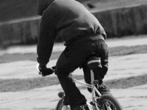 Фото: У Пирятині злодій вкрав велосипед із під'їзду і поїхав на ньому додому