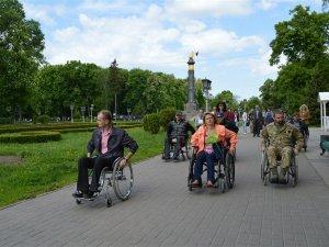 Влада на візках: у Полтаві депутати перевірили на собі доступність міста для людей з інвалідністю
