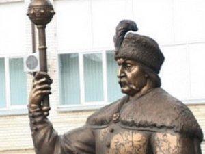 Фото: Щоб потрапити на офіційне відкриття пам'ятника Мазепі, полтавцям слід брати паспорти