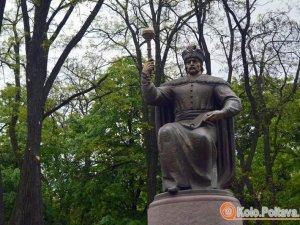 Фото: У Полтаві розшукують очевидців пошкодження пам'ятника Мазепі