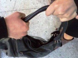 Фото: У Полтаві грабіжник вирвав у жінки сумку з грішми і телефоном