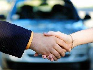 Фото: Порошенко дав добро на спрощення торгівлі вживаними авто