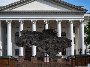 Фото: На Театральній площі у Полтаві піднімуть Україну