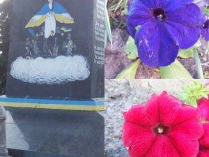 Фото: Волонтери запрошують посадити квіти біля народного пам'ятника Героям Небесної сотні