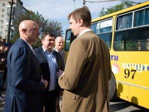 Фото: У Полтаві на маршрут вийшов патріотичний тролейбус з українським Кримом (ФОТО)