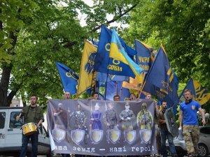 Фото: У Полтаві відбувся марш до Дня героїв України
