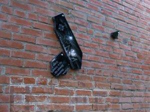 Фото: У Полтаві пошкодили три меморіальні дошки учасникам АТО