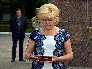 Фото: Загиблого полтавського героя АТО нагородили державним орденом (фото)