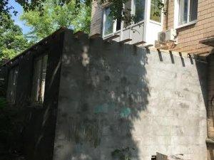 Фото: У Полтаві скаржаться на незаконне будівництво під чужими квартирами
