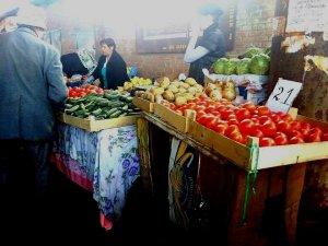 Фото: Сезонні овочі та фрукти: огляд цін на Центральному ринку Полтави
