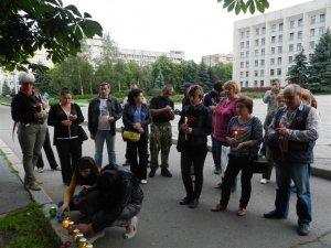 У Полтаві запалили свічки – вшанували полеглих в АТО 12 червня (ФОТО)