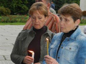 Фото: У Полтаві запалили свічки – вшанували полеглих в АТО 12 червня (ФОТО)