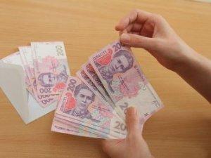 Фото: Українцям підняли зарплати і пенсії