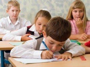 Фото: Школярі вчитимуться до 1 липня