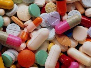 Фото: Порошенко спростив державну реєстрацію ліків