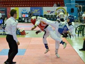 Фото: Полтавські тхеквондисти виборюють медалі на Чемпіонаті України