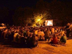 Фото: У Полтаві всю ніч показуватимуть кіно просто неба