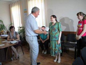 Фото: У Пирятині жителі з інвалідністю по зору отримали ордери на квартири