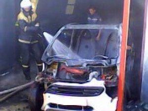 Фото: На Полтавщині чоловік, рятуючи своє авто від вогню, отримав опіки