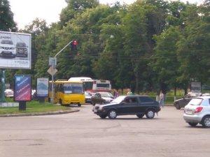 Фото: У Полтаві на вулиці Соборній невеличка «тягнучка» (фотофакт)