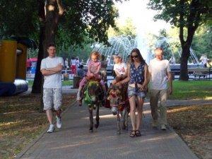 Полтавці гуляють у вихідні: фоторепортаж